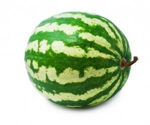 Arab muestra melones en la tienda 7